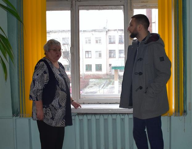 Депутат Елшин: Школам – новые окна!