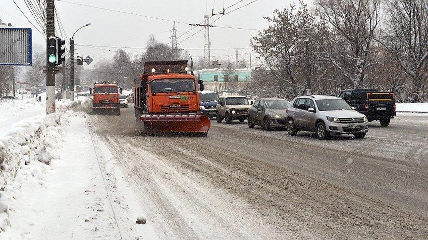 Дорожники вышли на борьбу со снегом