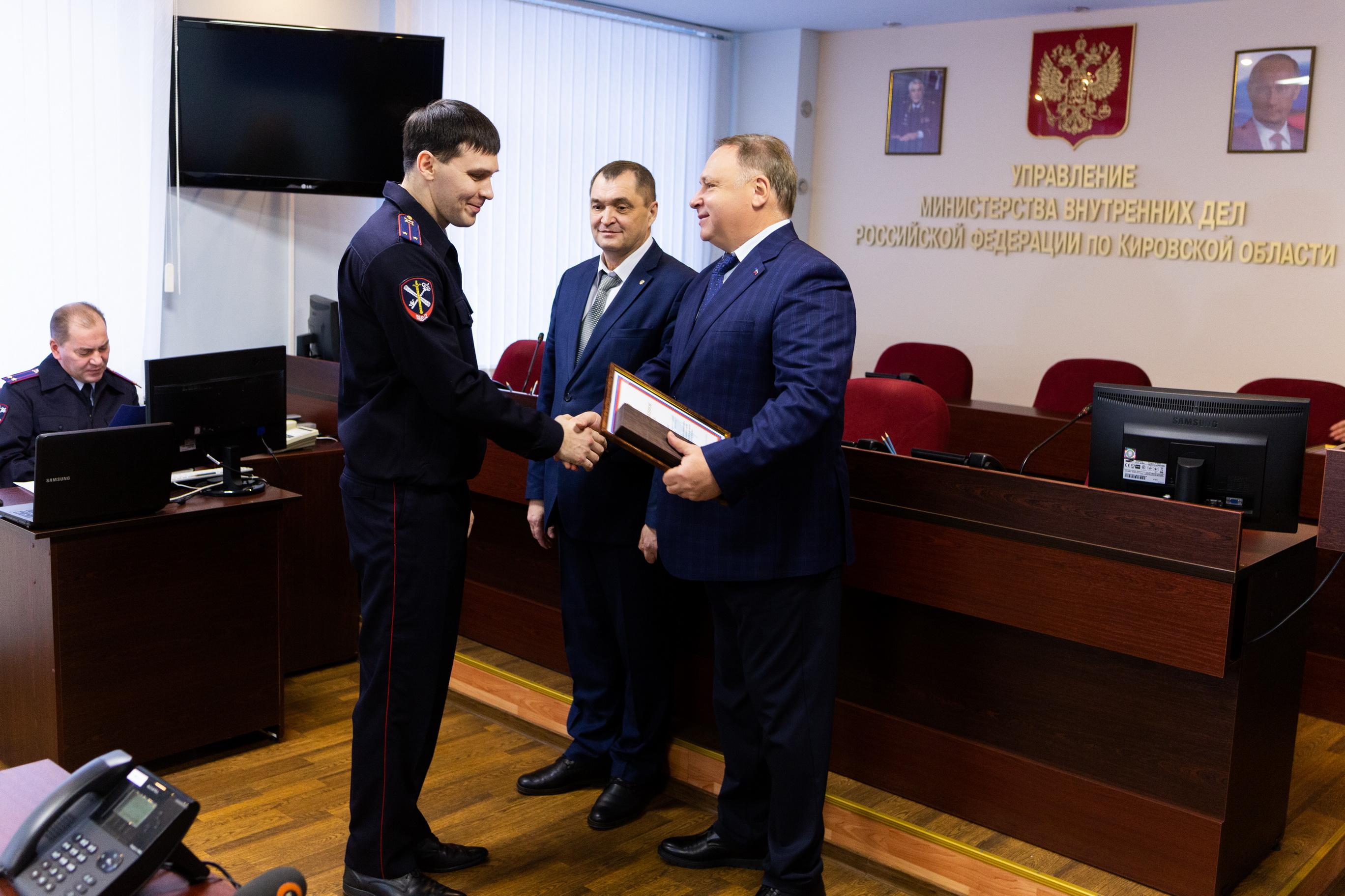 Олег Валенчук поблагодарил полицейских за добросовестную службу на Гринландии