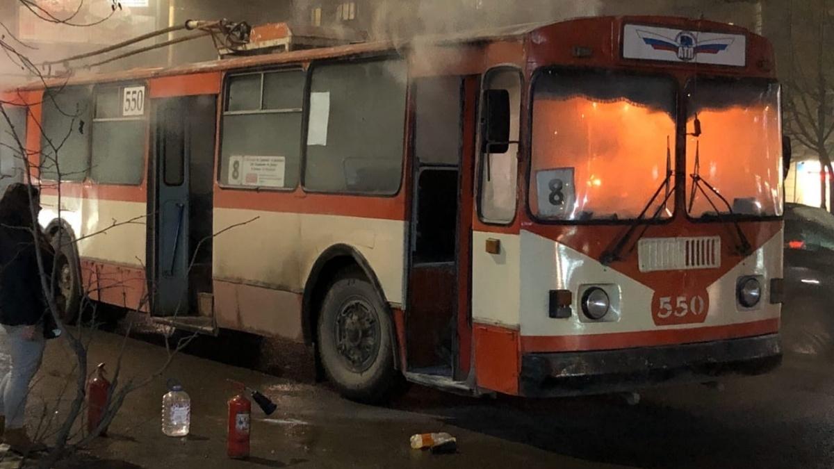 По факту возгорания троллейбуса № 8 проводится проверка