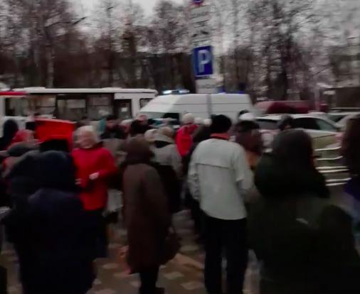 В поликлинике на Московской нашли подозрительную коробку