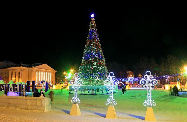 Ёлку на Театральной площади откроют 21 декабря