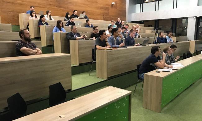 В опорном вузе Кировской области ученые и специалисты со всей России осваивают технологию сопровождения лиц с инвалидностью