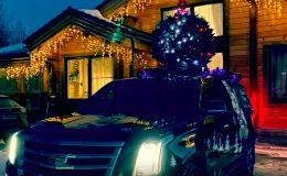 По Кирову ездит джип с елкой и гирляндой на крыше