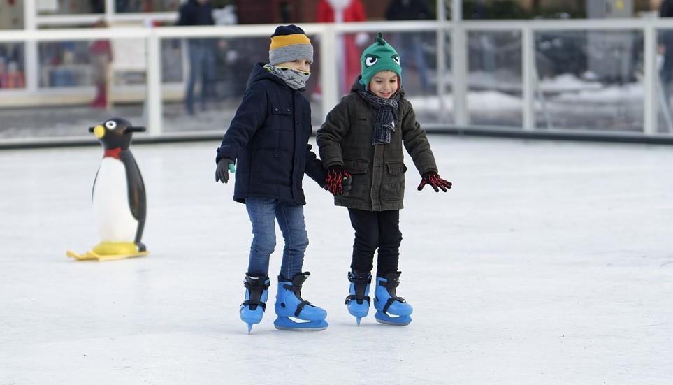 Юных кировчан научат кататься на коньках