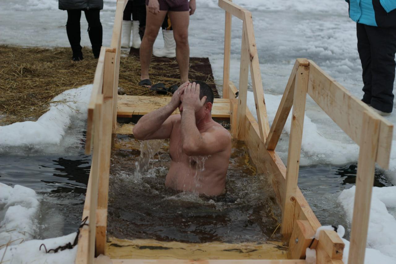 Родинец из Вятских Полян оборудовал купель на Крещение