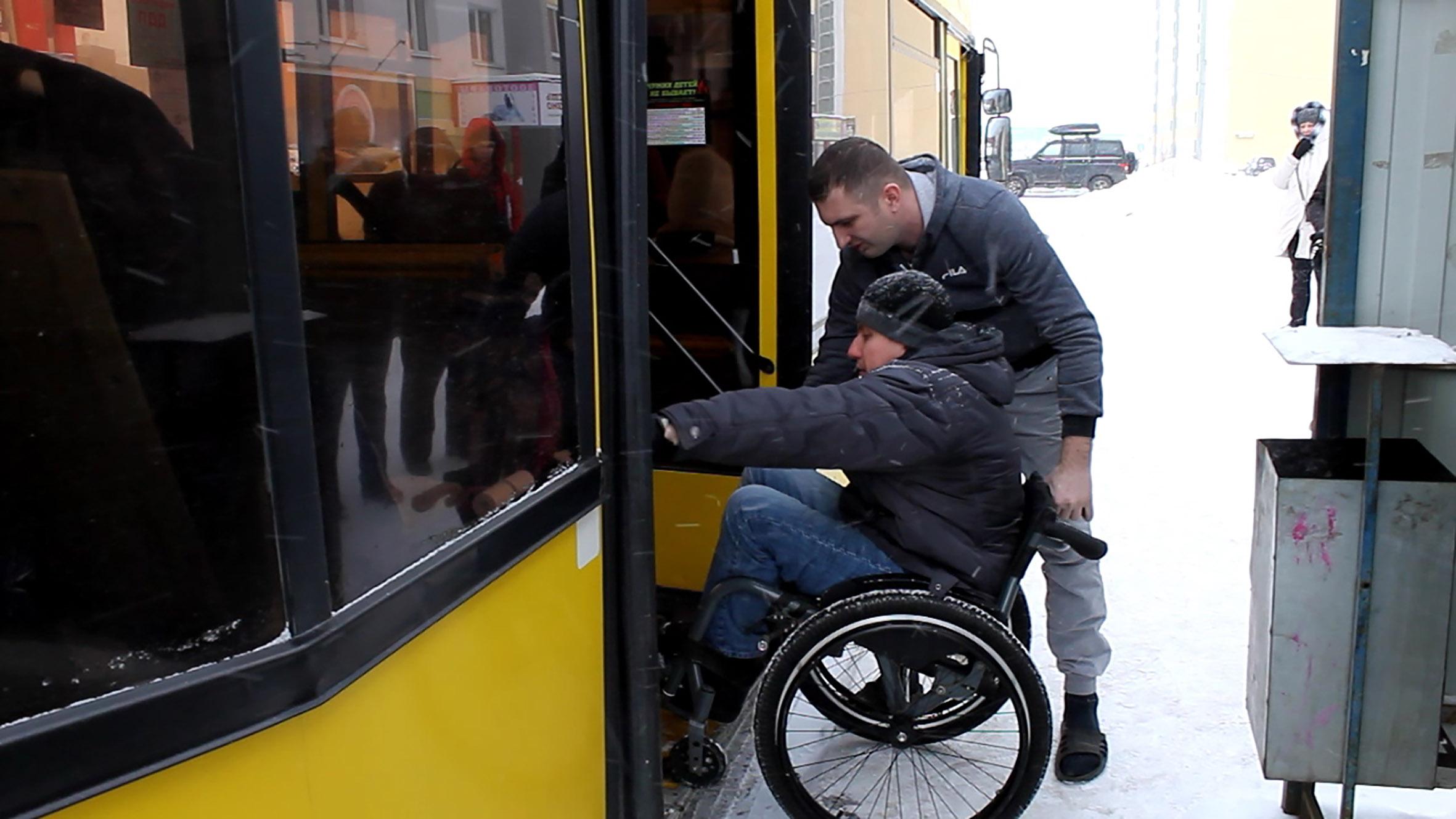 В Кирове водители общественного транспорта не умеют пользоваться механизмами для посадки инвалидов