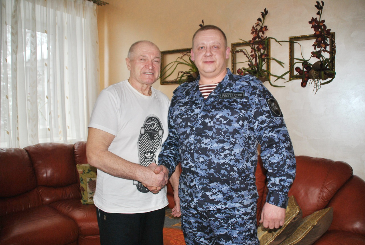 Кировский росгвардеец вернул пенсионеру потерянные 115 тысяч рублей