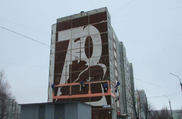На торце дома в Кирове сохранили изображение крейсера «Аврора»