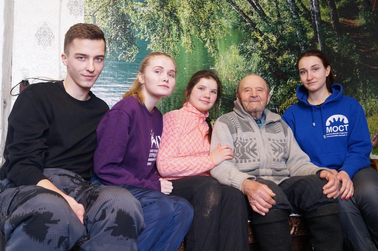 Студенты помогли ветерану Великой Отечественной войны