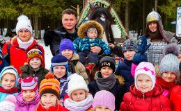 Павел Валенчук подарил детям праздник