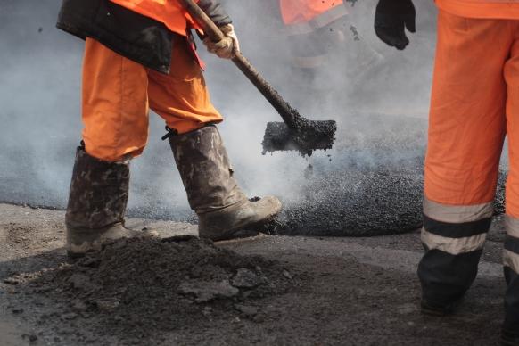 Ремонтировать дороги в Кирове будут муниципальное и областное предприятия