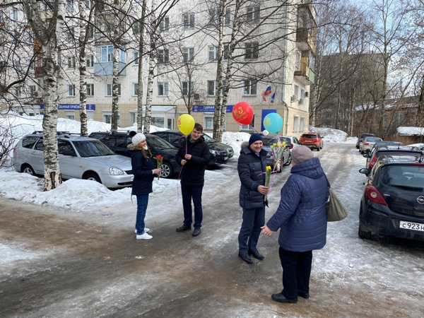 В Кирове партийцы провели акцию «Все для тебя»