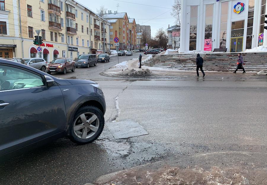 Аномально теплая зима негативно сказалась на кировских дорогах