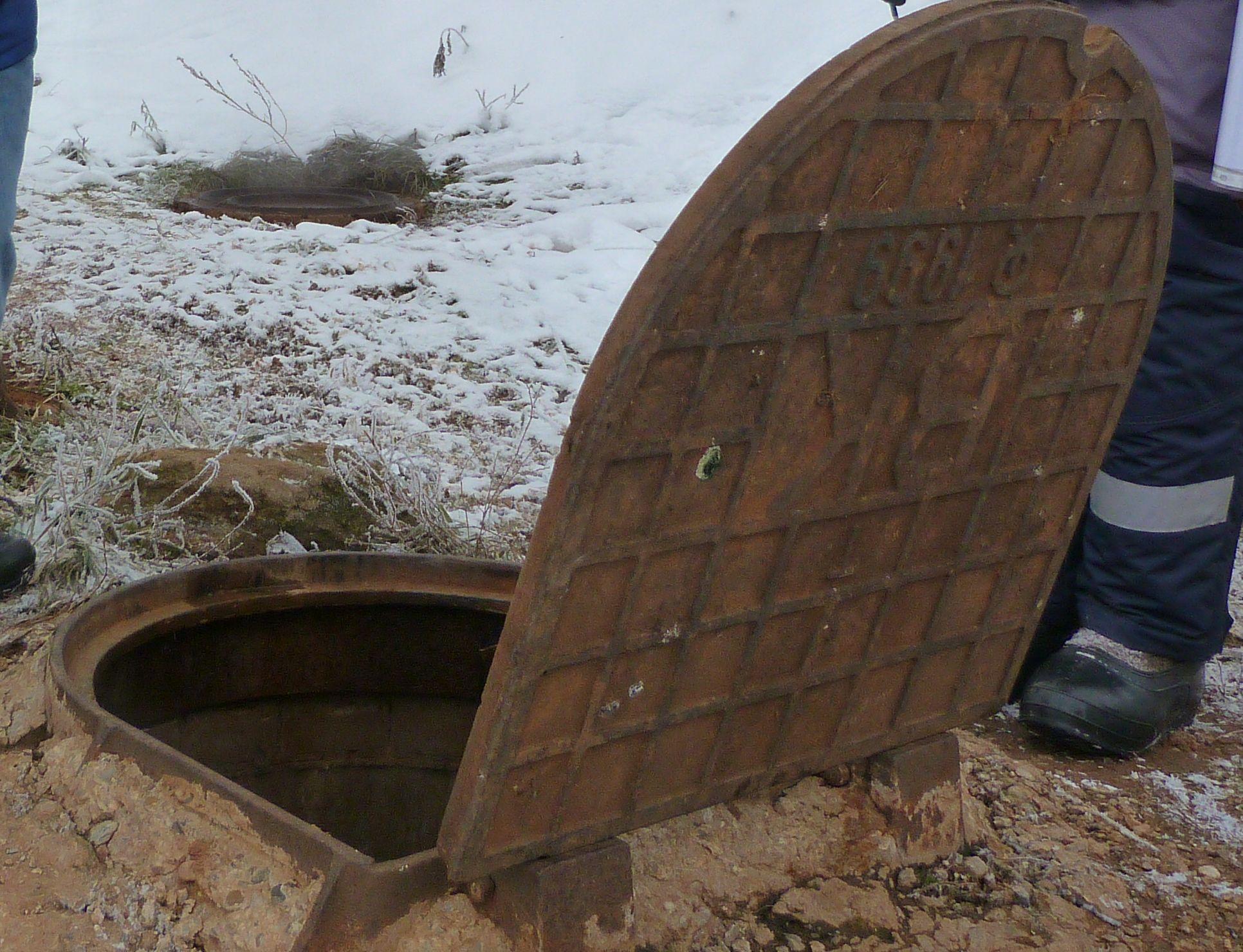 КТК восстановила 26 люков на тепловых камерах Кирова с начала года