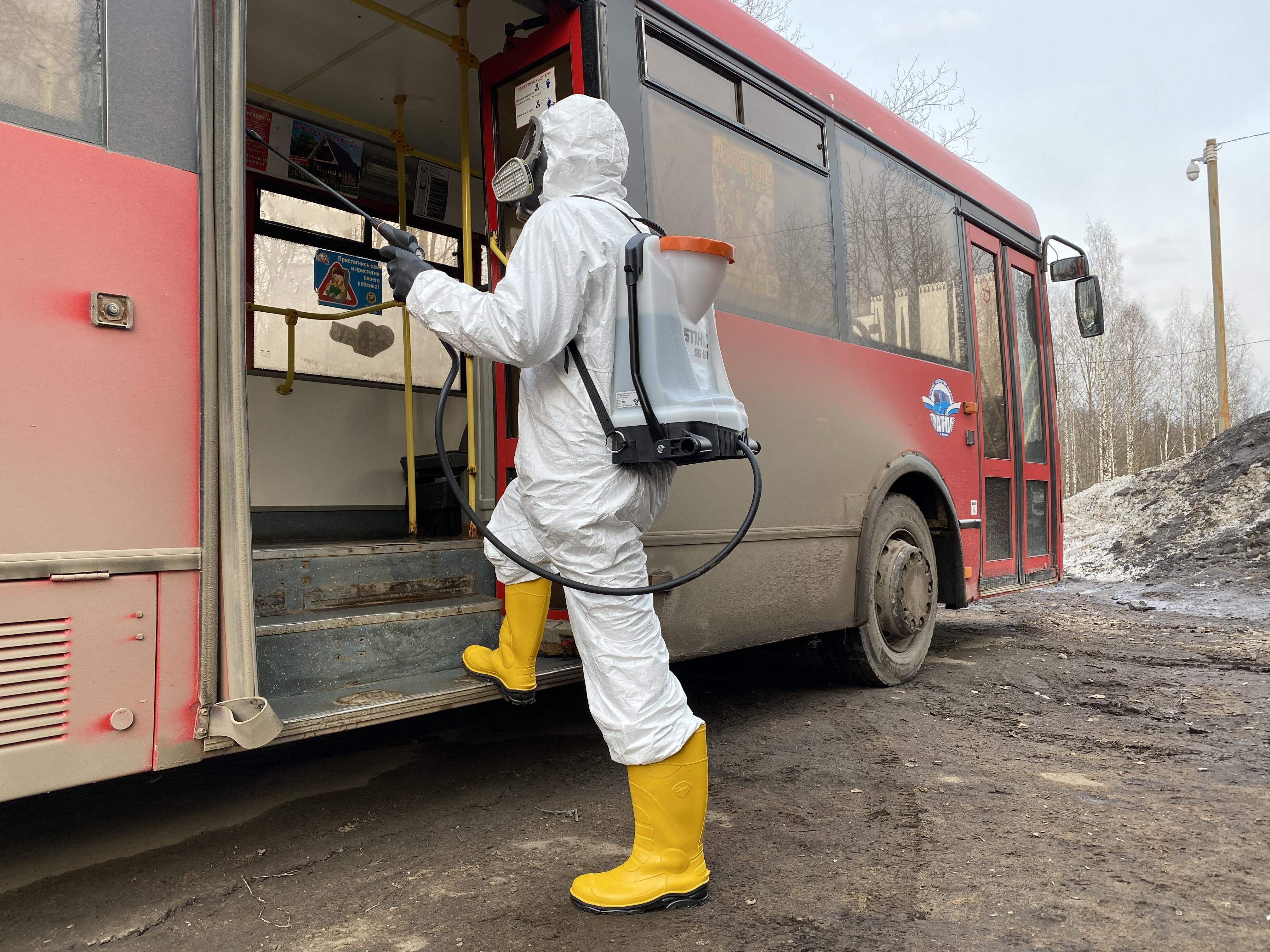 Новым средством от Биохимзавода обрабатывают салоны кировских автобусов
