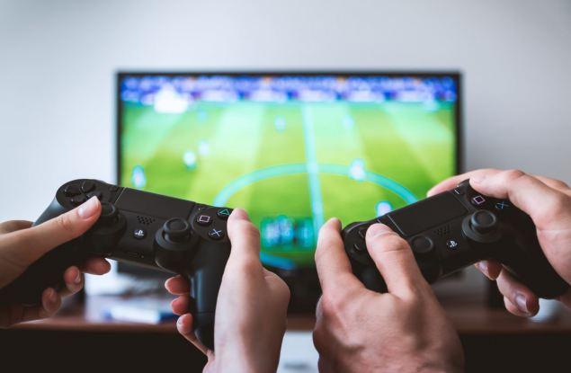Во что поиграть во время самоизоляции? 10 рекомендаций от Павла Шапкина