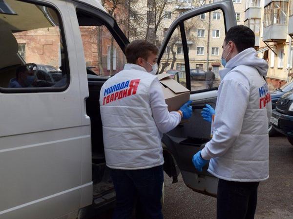 В Кирове депутаты-единороссы передали 10 тысяч продуктовых наборов нуждающимся
