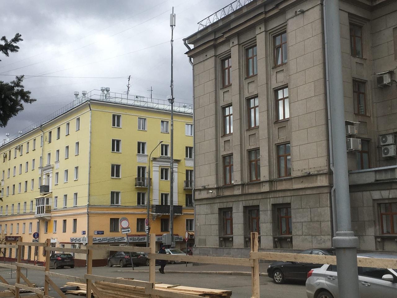 Разрешение на установку ОДН на Театральной площади было получено еще год назад