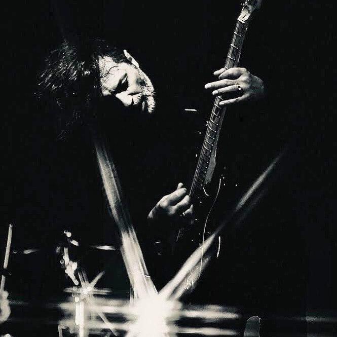 Карантин не помеха: фронтмен группы «Агата Кристи» Вадим Самойлов проведет онлайн-концерт при поддержке Wink