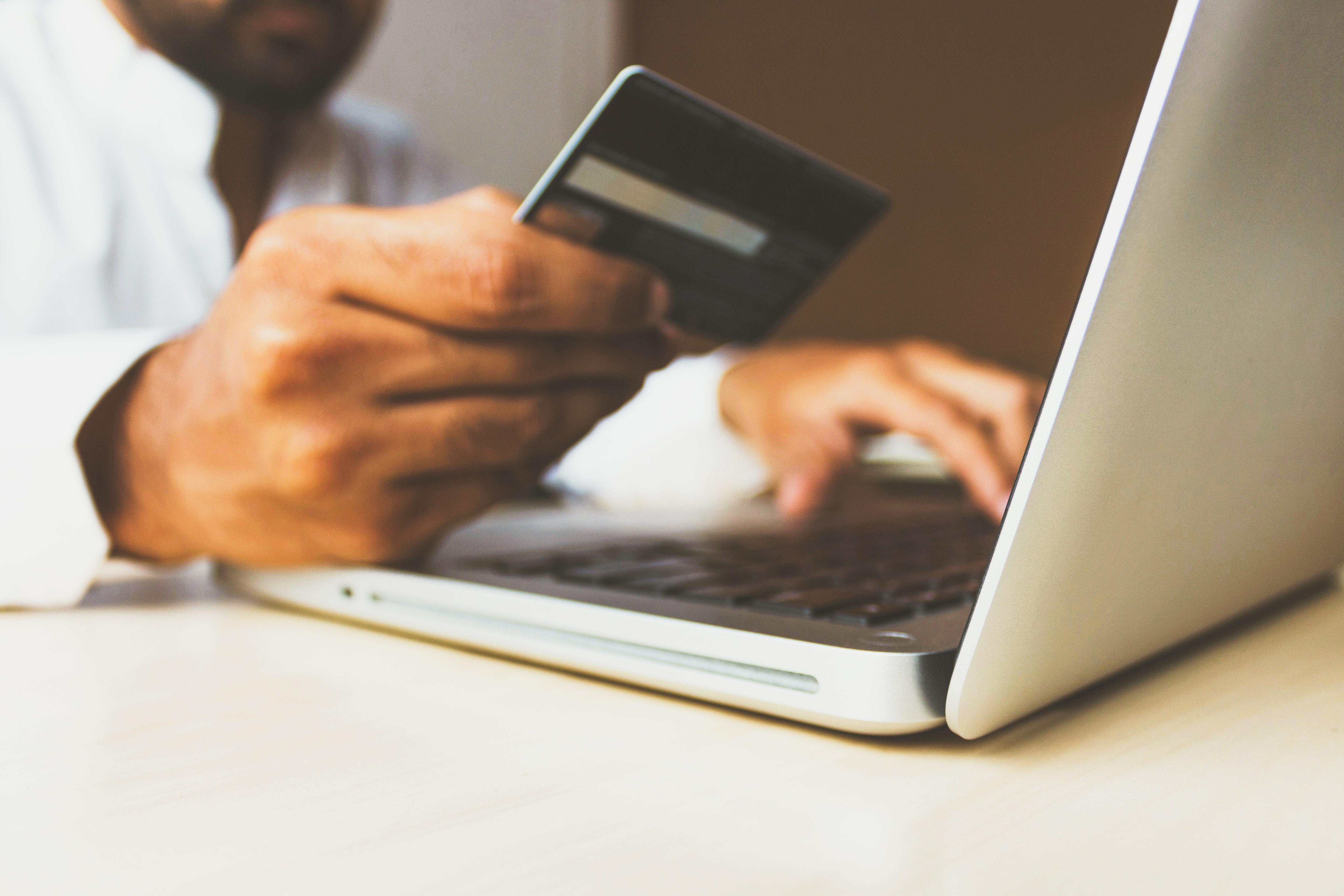 Выгодно ли брать кредиты и стоит ли их гасить досрочно