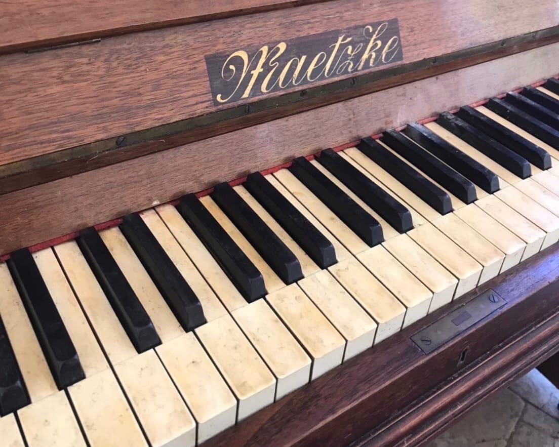 В ротонде Александровского сада появилось новое фортепиано