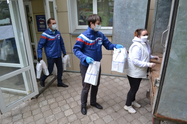 В Кирове продолжается акция «Спасибо врачам»