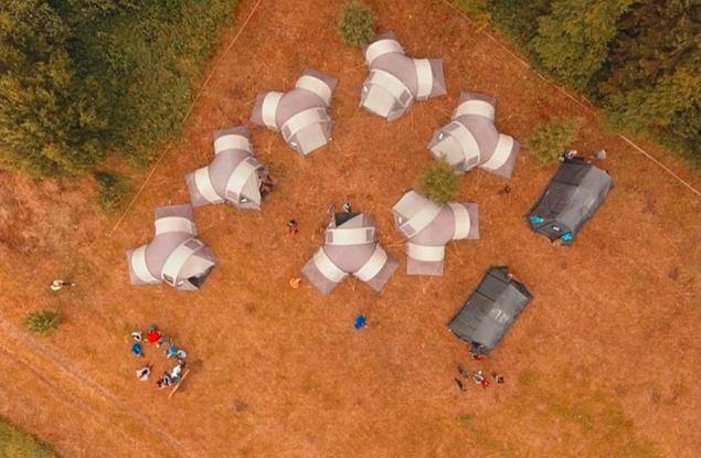 Отдых в палатках, скалолазание, сплавы на катамаранах, веревочный городок — это и многое другое ждет ваших детей этим летом!
