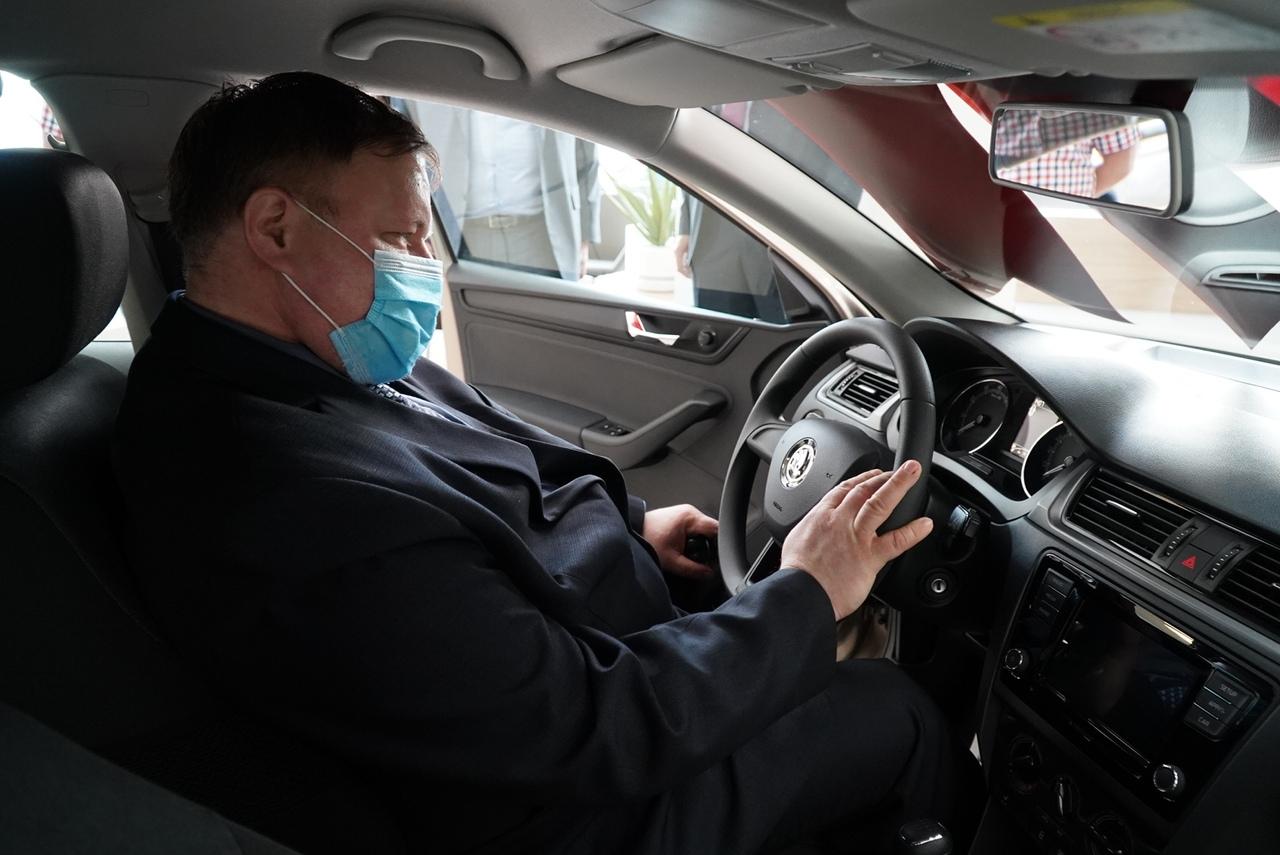 Врач инфекционной больницы получил в подарок автомобиль