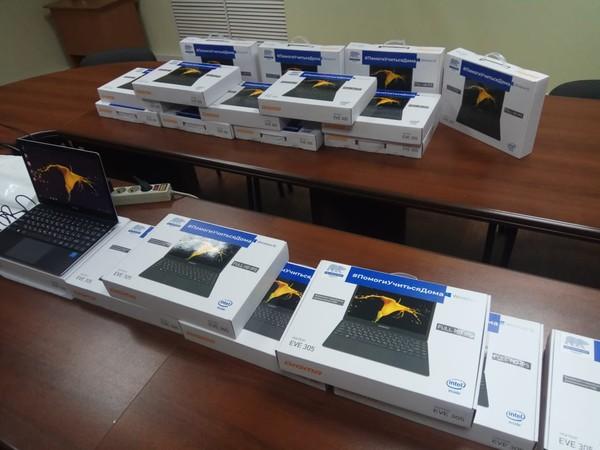 Школьникам Кировской области передадут еще 21 ноутбук