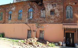 В центре Кирова разрушается столетний жилой дом