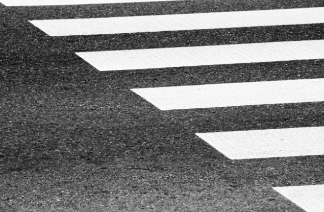 """Общественники обнаружили планы Правительства по строительству """"золотого"""" пешеходного перехода"""