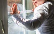 Полуторагодовалый ребенок выжил после падения из окна в Нововятске