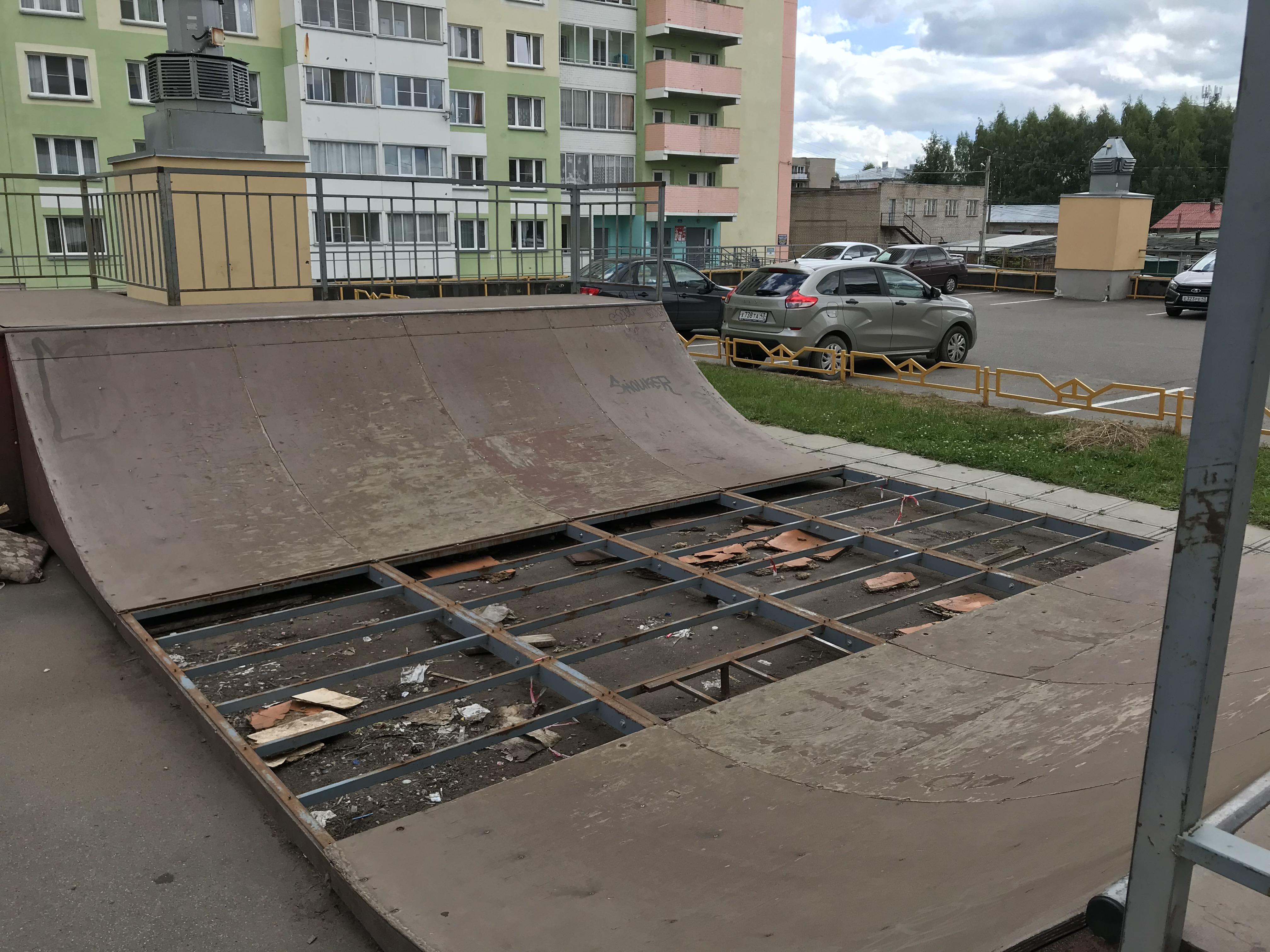 """Затянувшийся ремонт скейт-площадки в """"Солнечном береге"""" создает угрозу для детей"""
