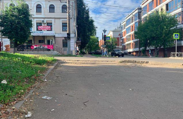 Киров просто утопает в грязи. Вы ее видите, а подрядчики - нет