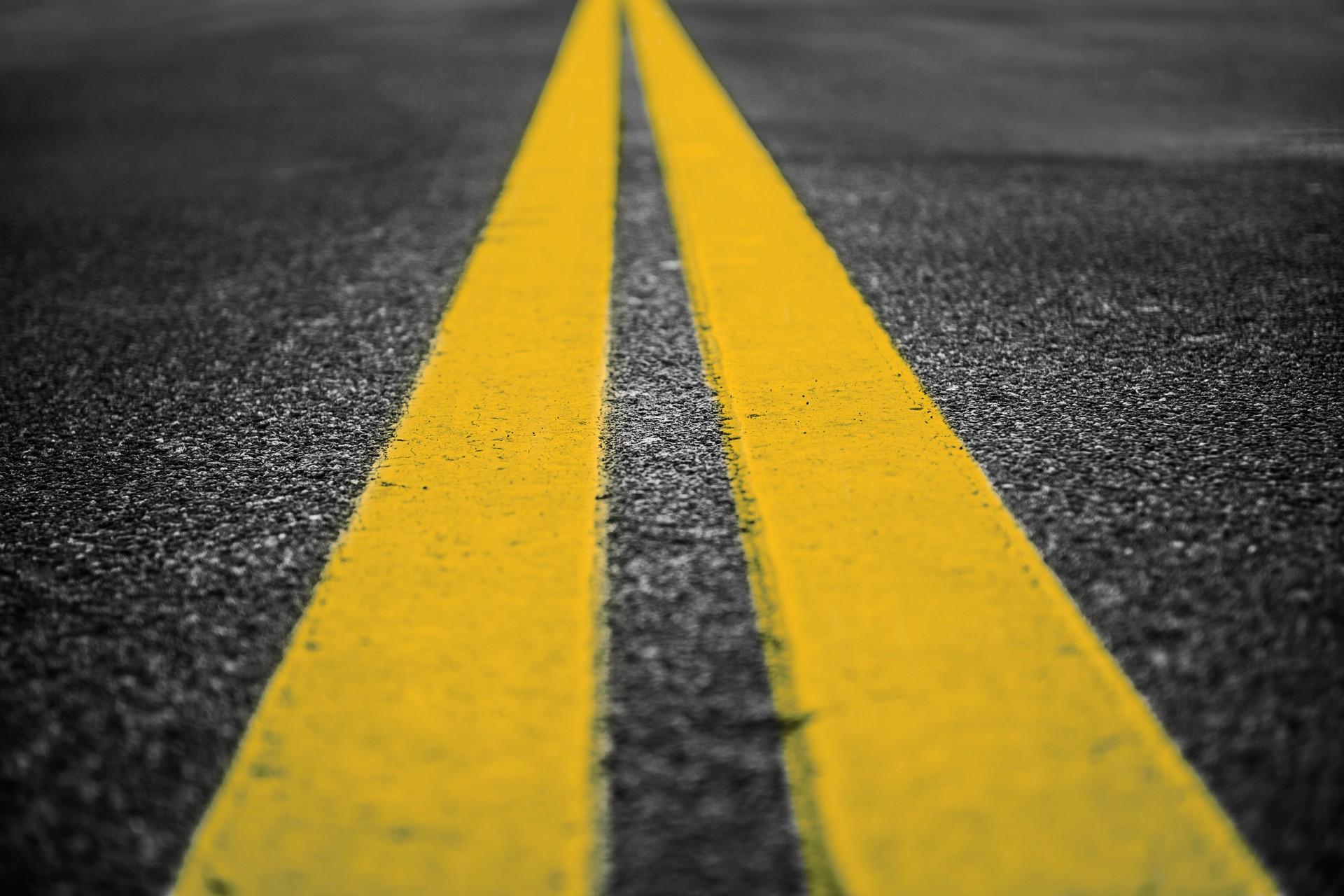На наиболее аварийных участках дорог области появится желтая разметка