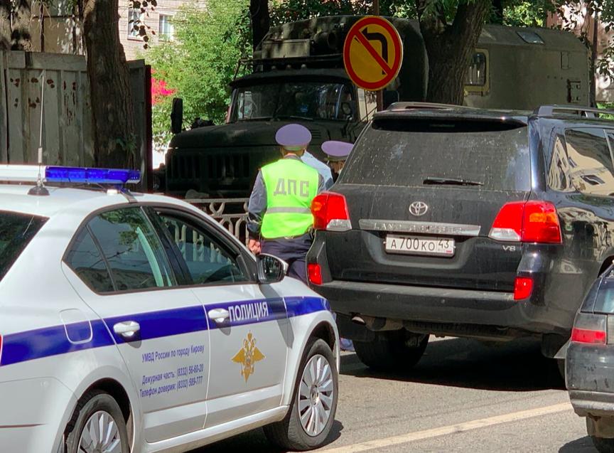 Пьяный водитель джипа экс-депутата Госдумы задержан в центре Кирова