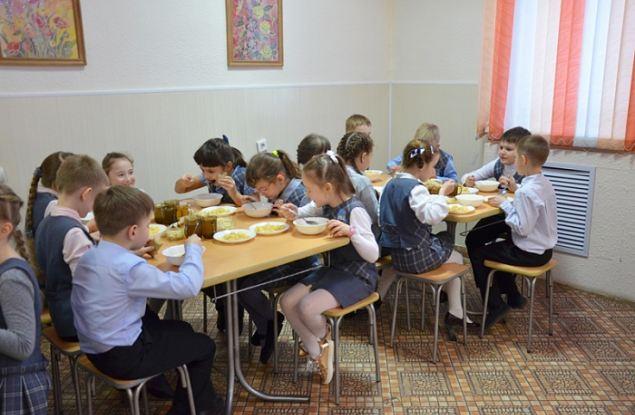 Заглянем в тарелку. Чем будут питаться ученики начальных классов в Кирове?