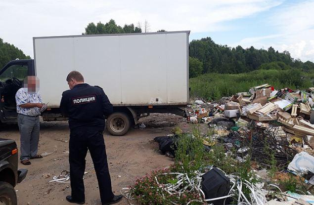 Жителя Удмуртии поймали на сбросе отходов в Кировской области