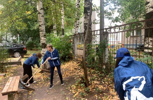 Территорию у детского сада на Дерендяева привели в порядок