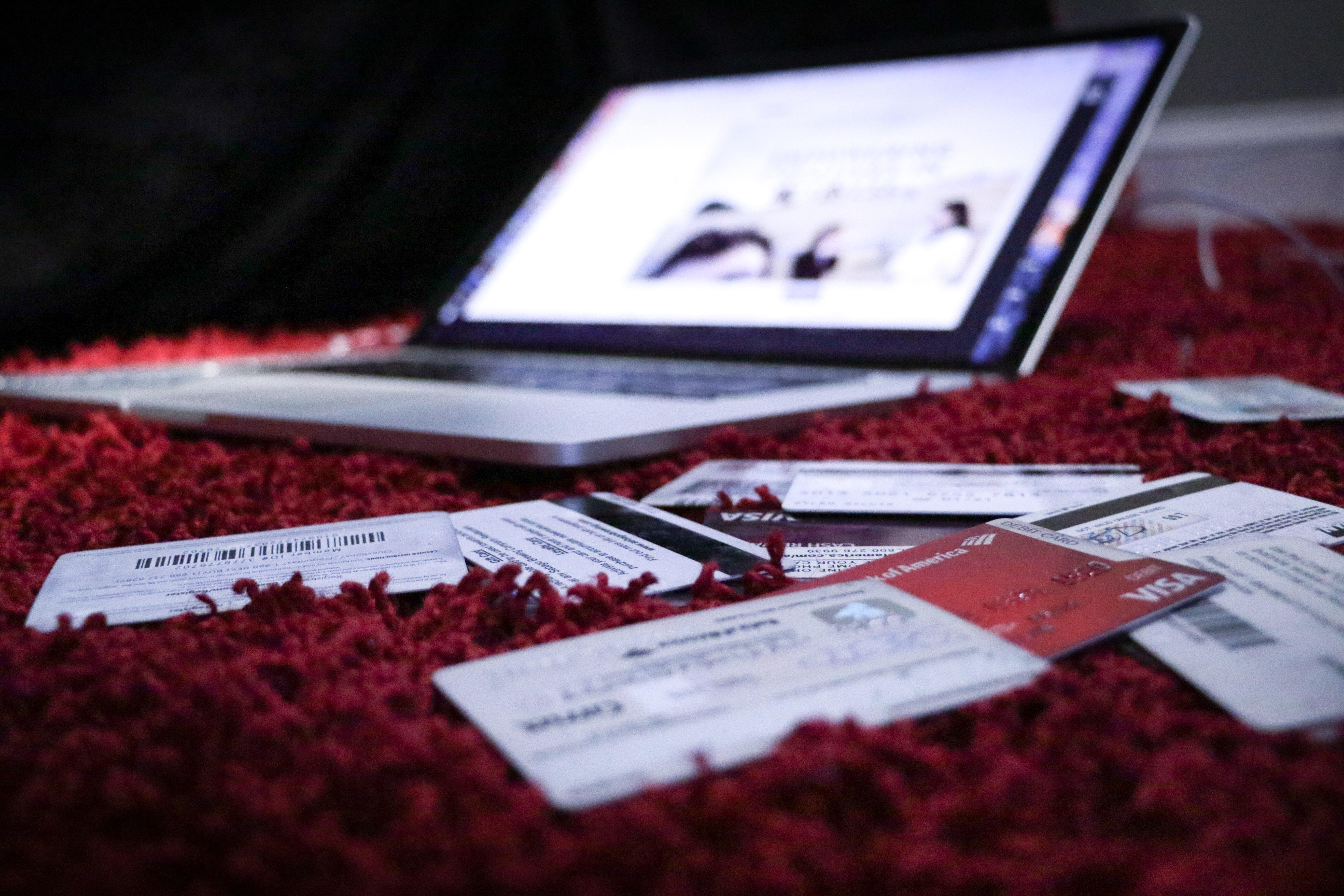 где можно получить кредит онлайн и наличными с плохой кредитной историей и просрочками без отказа срочно