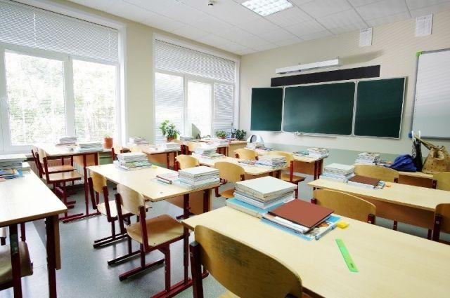 Директор одной из школ кировской области незаконно выписал себе премии на полмиллиона рублей.