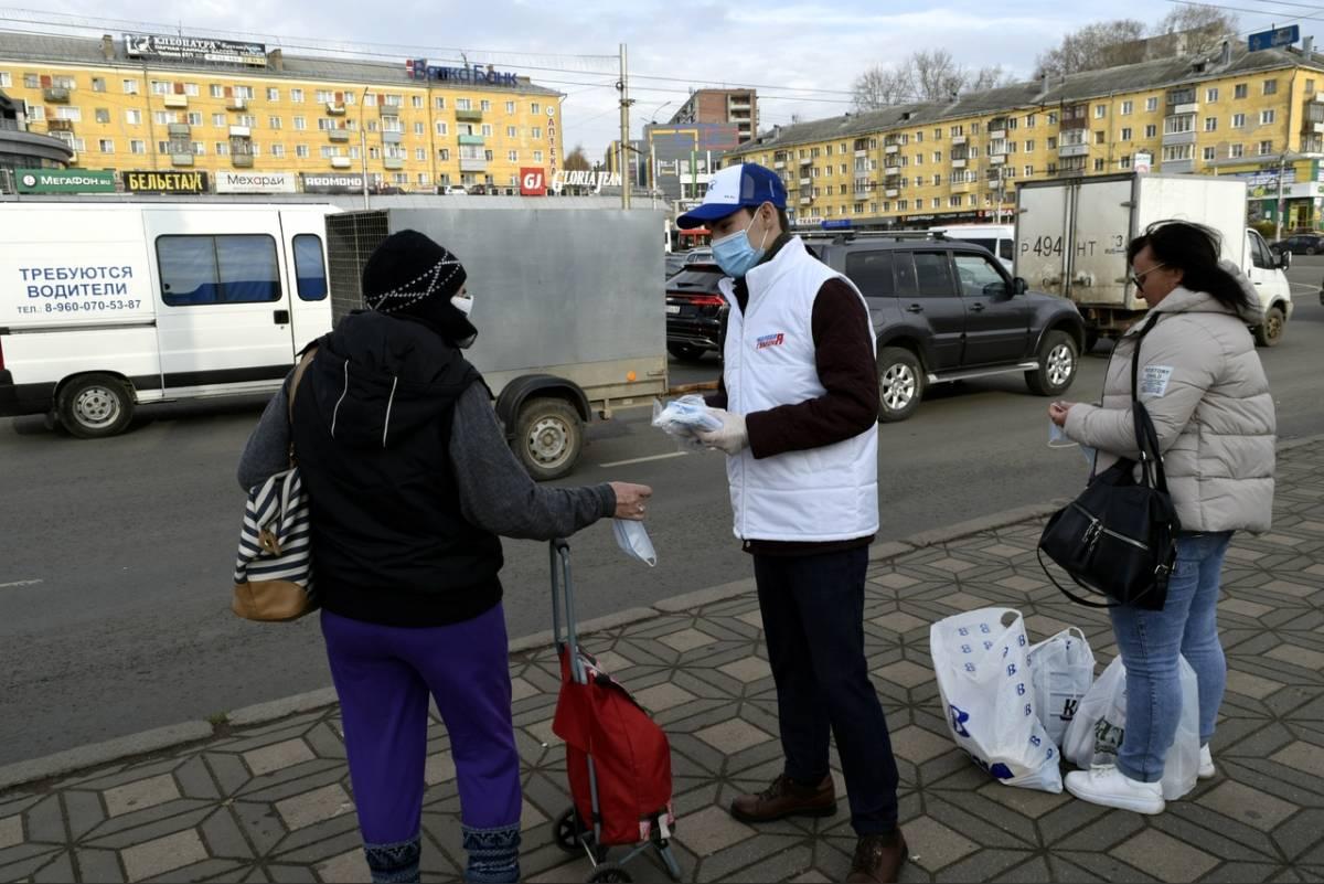 Кировские волонтеры раздадут 100 тысяч масок жителям региона