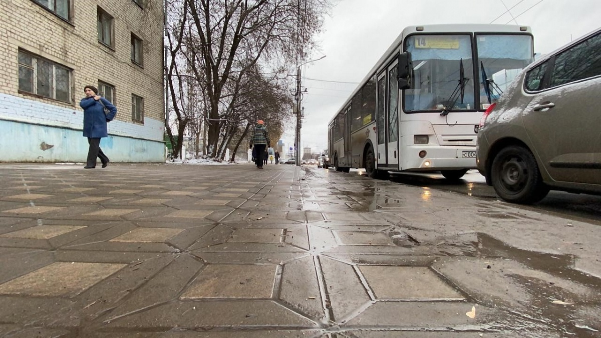 Глава администрации города остался недоволен уборкой дорог и тротуаров от снега