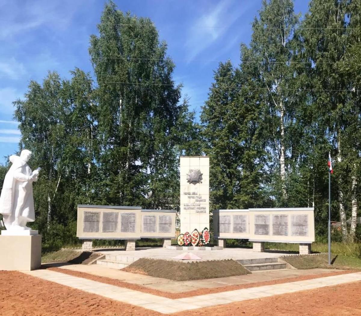При содействии Рахима Азимова в с. Полом отремонтирован памятник воинам Великой Отечественной войны