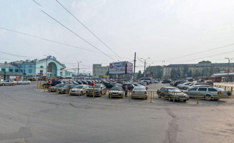Администрация Кирова намерена к Новому году привести в порядок Привокзальную площадь