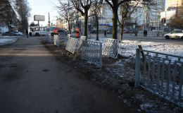Администрация города убрала металлические заборы на перекрестке улиц Воровского и Горького