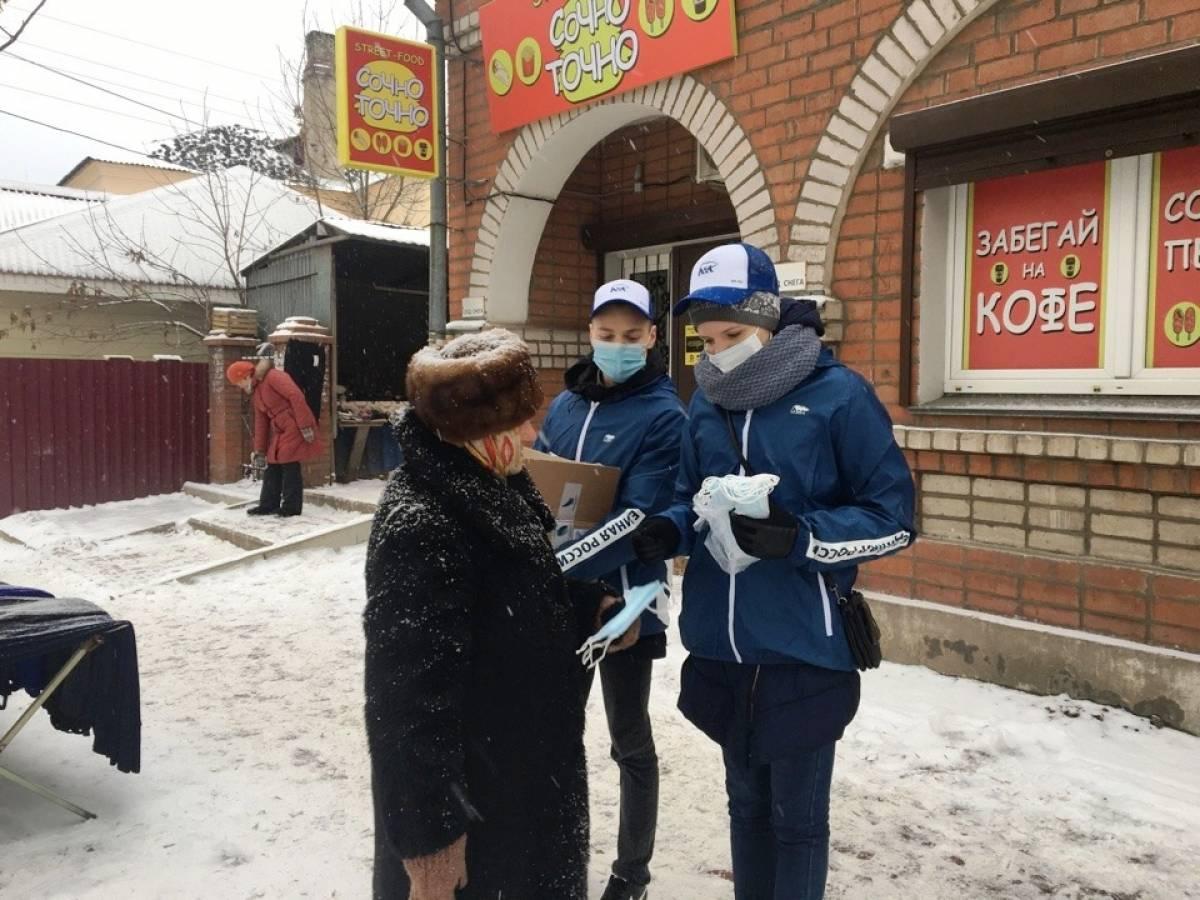 В районах Кировской области продолжаются раздачи защитных масок