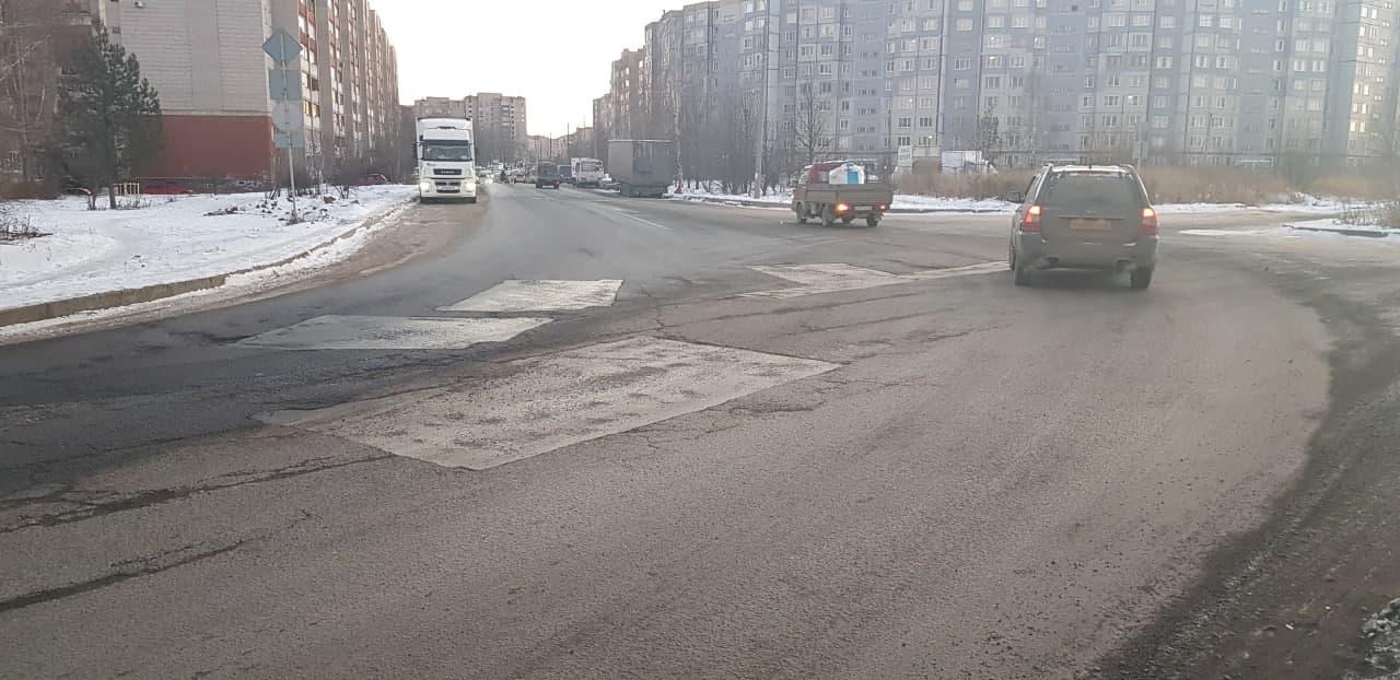 Гарантия не помогла: городские власти за свой счет ремонтируют улицу Луганскую