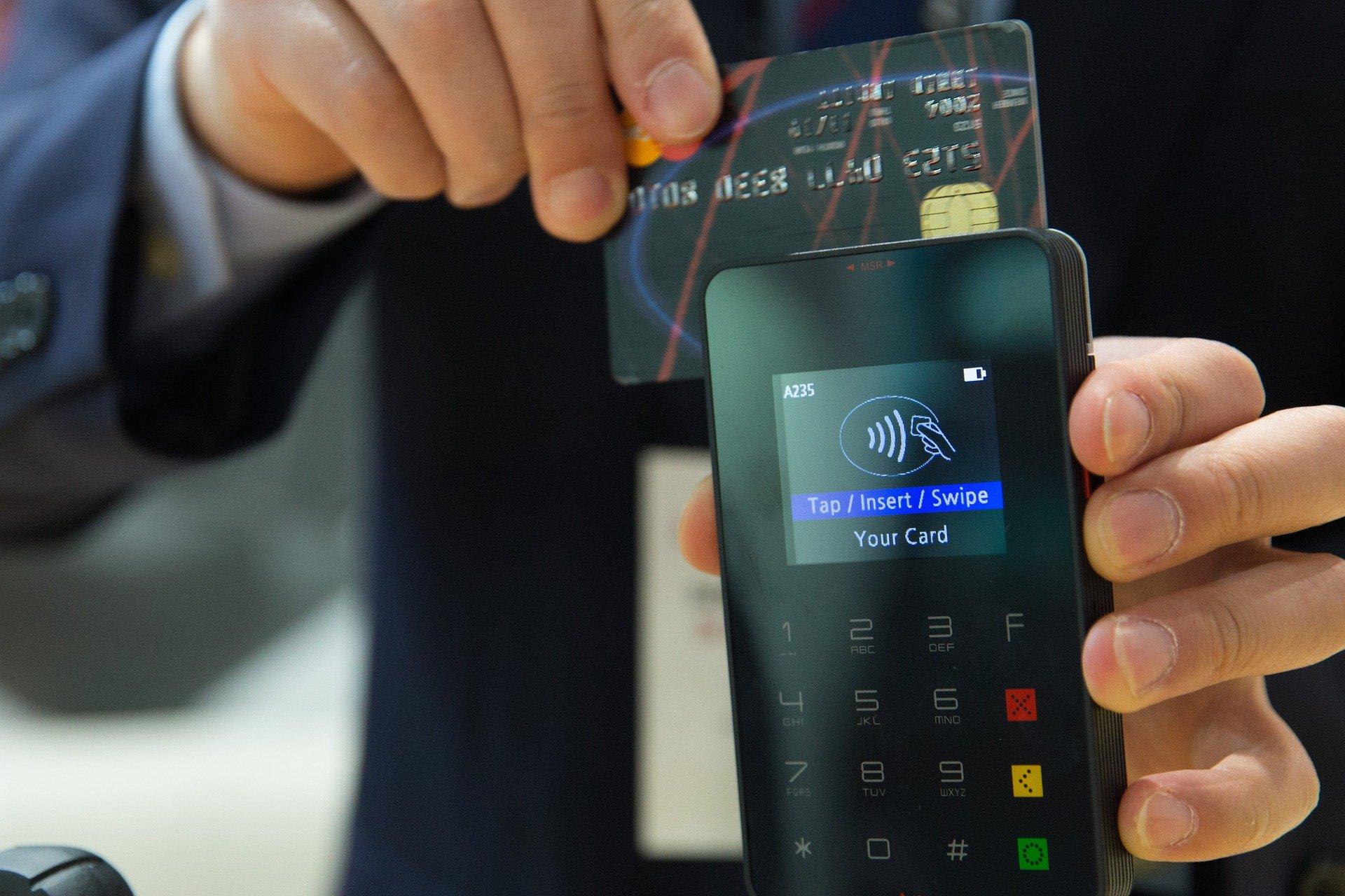 В 2020 году четверть своих платежей кировчане совершают при помощи смартфонов
